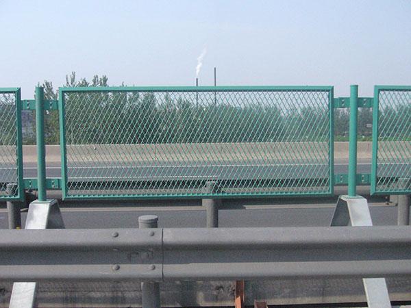 河北某高速公路防眩网隔离栅案例